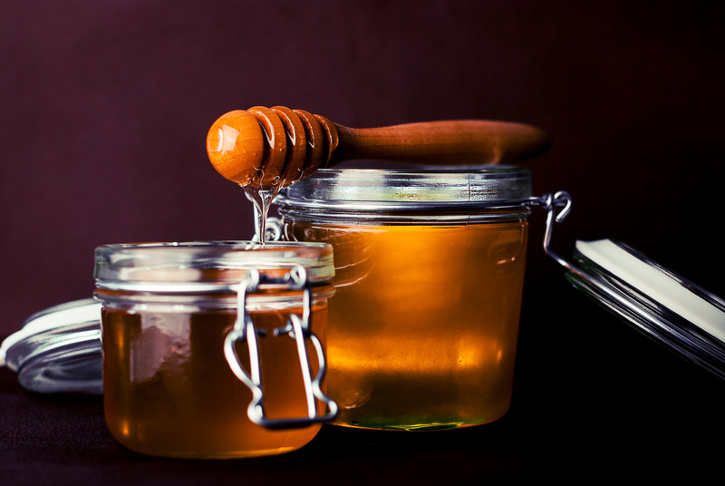 Honey in jars with dipper for simple syrup